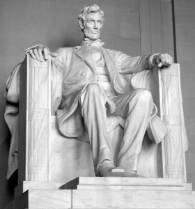 Lincoln used long sentences in his speeches.